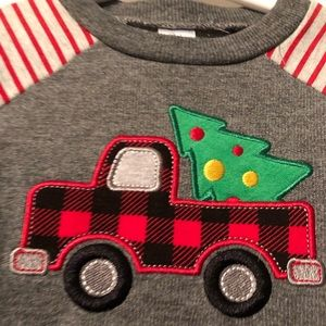 🎄Christmas truck outfit 18mo EUC